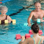 Hidroginástica: 5 benefícios da atividade para os idosos